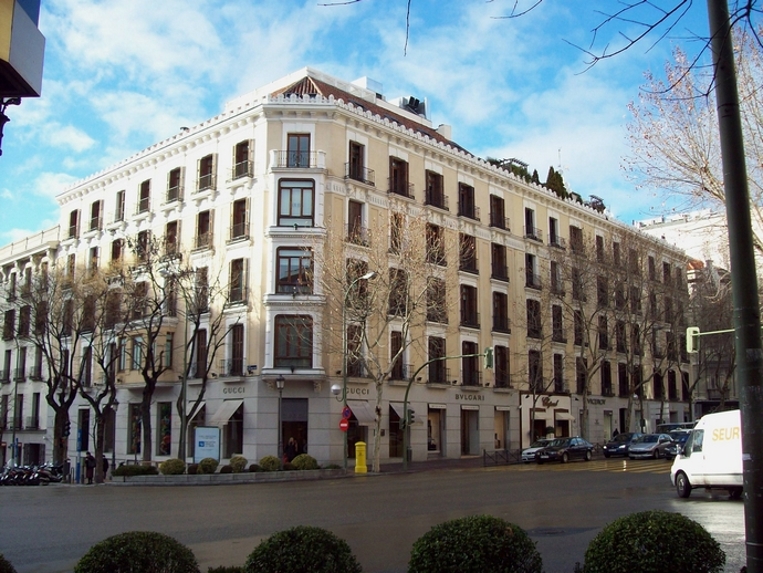 Calle Serrano-Madrid-top-shopping-streets-in-the-world-fashion-design-weeks