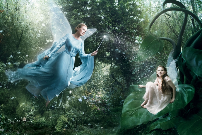 Julie-Andrews-Abigail-Breslin-as-the-Blue-Fairy-and-Fira-Disney-Characters-Fashion-Design-Weeks