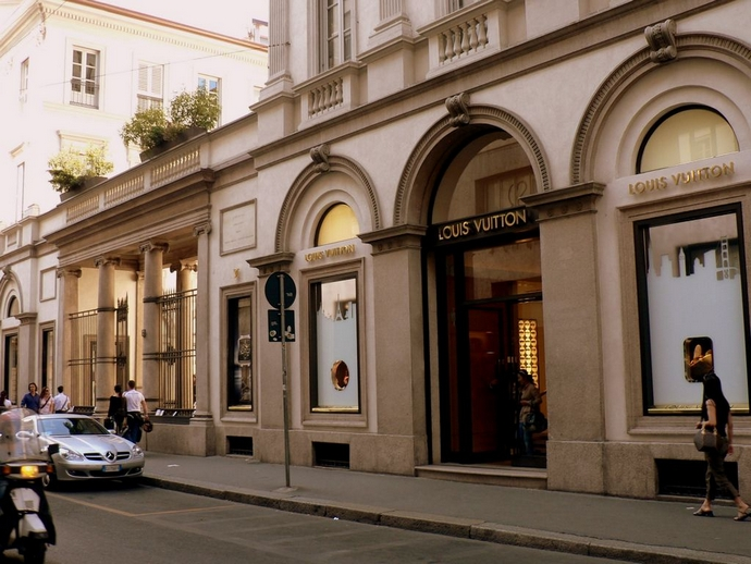 Monte-Napoleone-top-shopping-streets-in-the-world-fashion-design-weeks  TOP SHOPPING STREETS IN THE WORLD Monte Napoleone top shopping streets in the world fashion design weeks