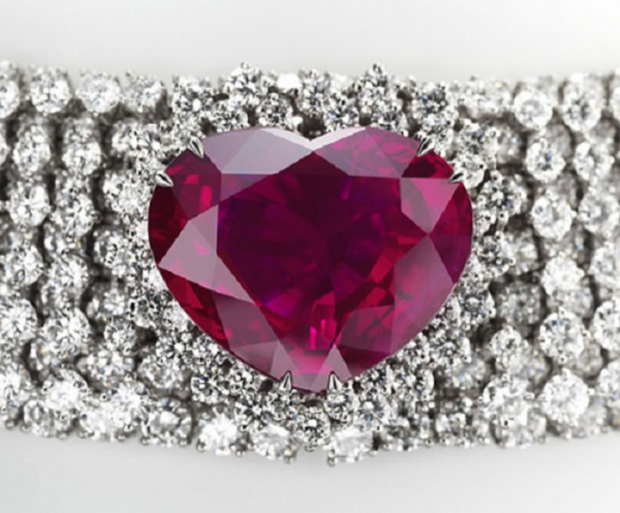 Top-10-most-expensive-jewelry-in-the-world-Heart-of-the-Kingdom-Ruby-Fashion-Design-Weeks