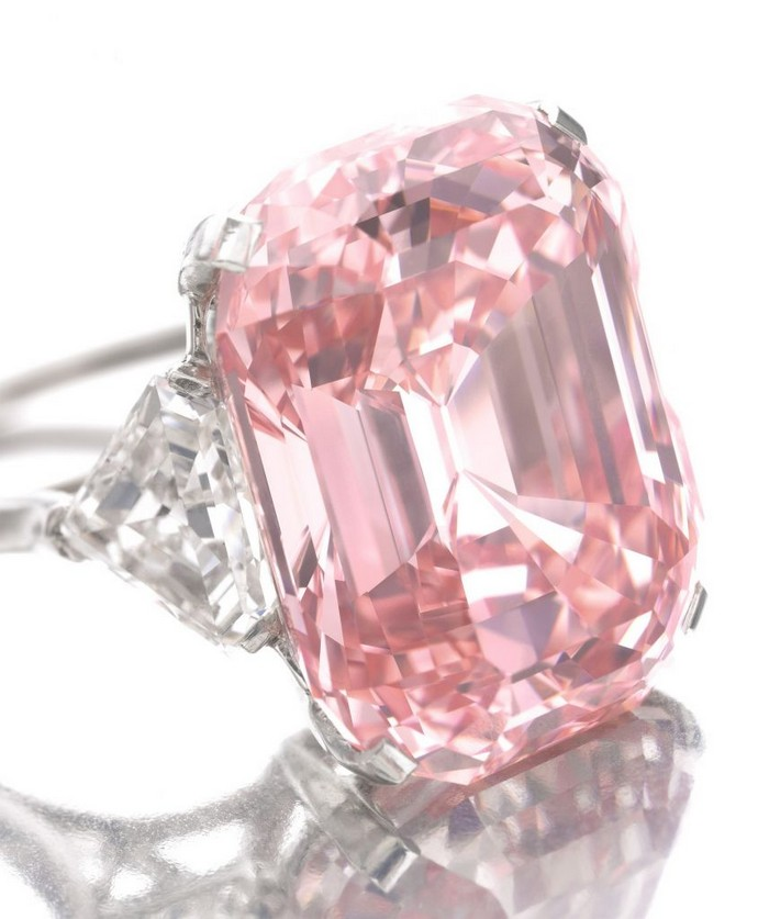Top-10-most-expensive-jewelry-in-the-world-The-Graff-Pink-Fashion-Design-Weeks 2