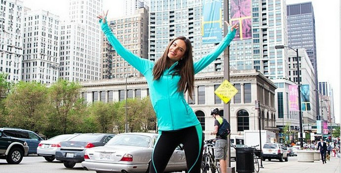 10-Models-you-have-to-follow-on-Instagram-Alessandra-Ambrosio-Fashion-Design-Weeks