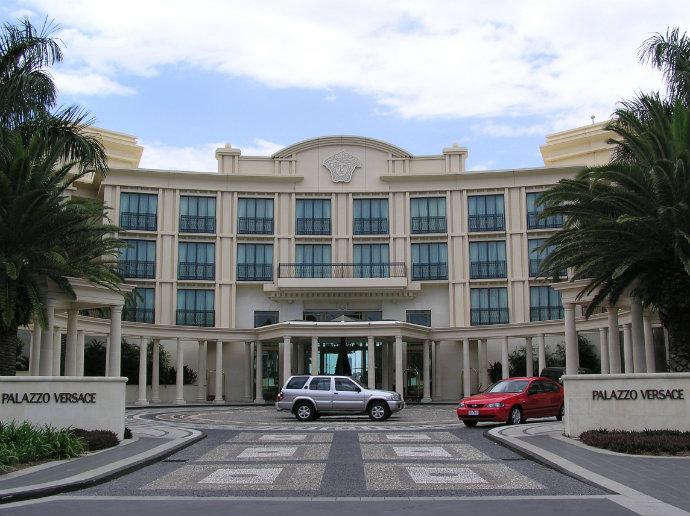 Haute-Couture-Hotels-The-Best-Fashion-Hotels-Palazzo-Versace-Gold-Coast-Australia  Haute Couture Hotels – The Best Fashion Hotels (Part II) Haute Couture Hotels The Best Fashion Hotels Palazzo Versace Gold Coast Australia