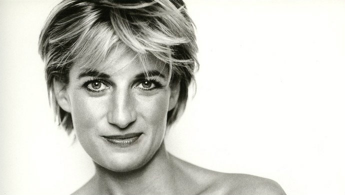 Celebrity-Portraits-by-famous-photographers-Diana-Princess-of-Wales-by-Mario-Testino