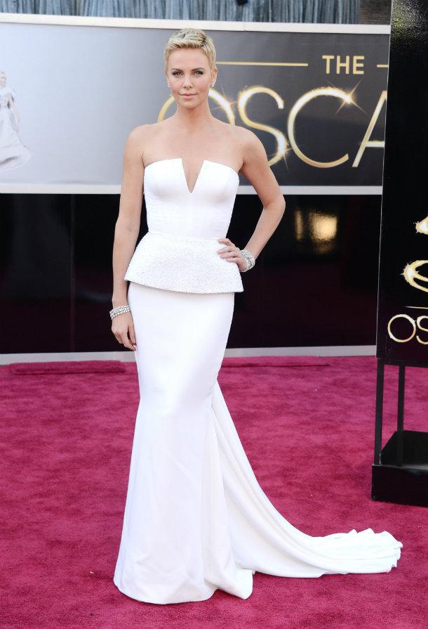 Oscars 2015: A look through the Oscars all time best looks  Oscars 2015: A look through the Oscars all time best looks 4ba49132f17665f0 Charlize Theron