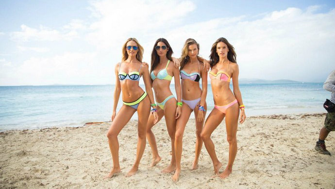 Fashion-Design-Weeks-The-Victorias-Secret-Swim-Special 2