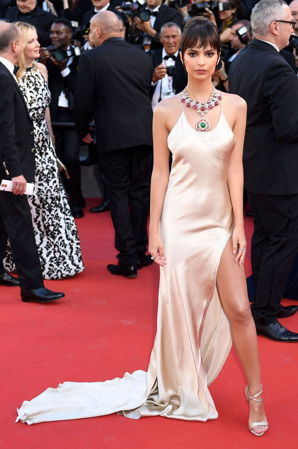 Cannes Film Festival 2017 The Most Beautiful Red Carpet Gowns ➤ To see more news about fashion visit us at www.fashiondesignweeks.com #fashiontrends #fashiontips #luxurybrand #elisabethmoments @fashiondesignweeks @elisabethmoments cannes film festival 2017 Cannes Film Festival 2017: The Most Beautiful Red Carpet Gowns Cannes Film Festival 2017 The Most Beautiful Red Carpet Gowns 17