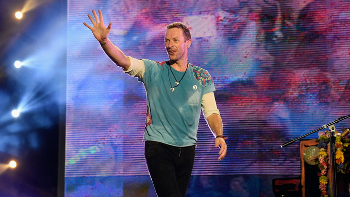 chris martin's favourite tie-dye t-shirt The History Behind Chris Martin's Favourite Tie-Dye T-Shirt feat 7