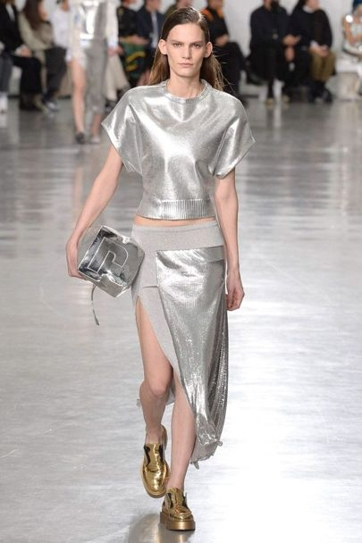 Fashion Trends for Fall Winter 2017 With Metallic Glaze ➤ To see more news about fashion visit us at www.fashiondesignweeks.com #fashiontrends #fashiontips #celebritystyle #elisabethmoments #fashiondesigners @fashiondesignweeks @elisabethmoments Fashion Trends for Fall Winter 2017 Fashion Trends for Fall Winter 2017 With Metallic Glaze Fashion Trends for Autumn Winter 2017 With Metallic Glaze 13