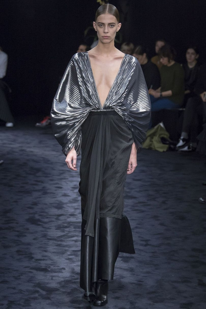 Fashion Trends for Autumn Winter 2017 With Metallic Glaze ➤ To see more news about fashion visit us at www.fashiondesignweeks.com #fashiontrends #fashiontips #celebritystyle #elisabethmoments #fashiondesigners @fashiondesignweeks @elisabethmoments Fashion Trends for Fall Winter 2017 Fashion Trends for Fall Winter 2017 With Metallic Glaze Fashion Trends for Autumn Winter 2017 With Metallic Glaze 4