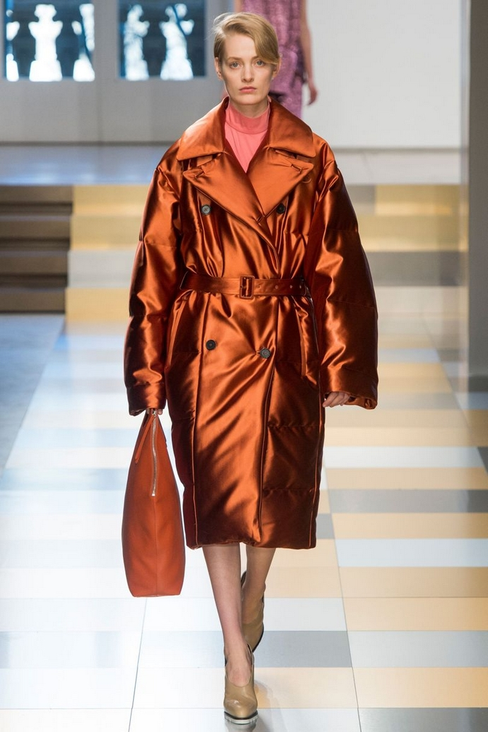 Fashion Trends for Autumn Winter 2017 With Metallic Glaze ➤ To see more news about fashion visit us at www.fashiondesignweeks.com #fashiontrends #fashiontips #celebritystyle #elisabethmoments #fashiondesigners @fashiondesignweeks @elisabethmoments Fashion Trends for Fall Winter 2017 Fashion Trends for Fall Winter 2017 With Metallic Glaze Fashion Trends for Autumn Winter 2017 With Metallic Glaze 9
