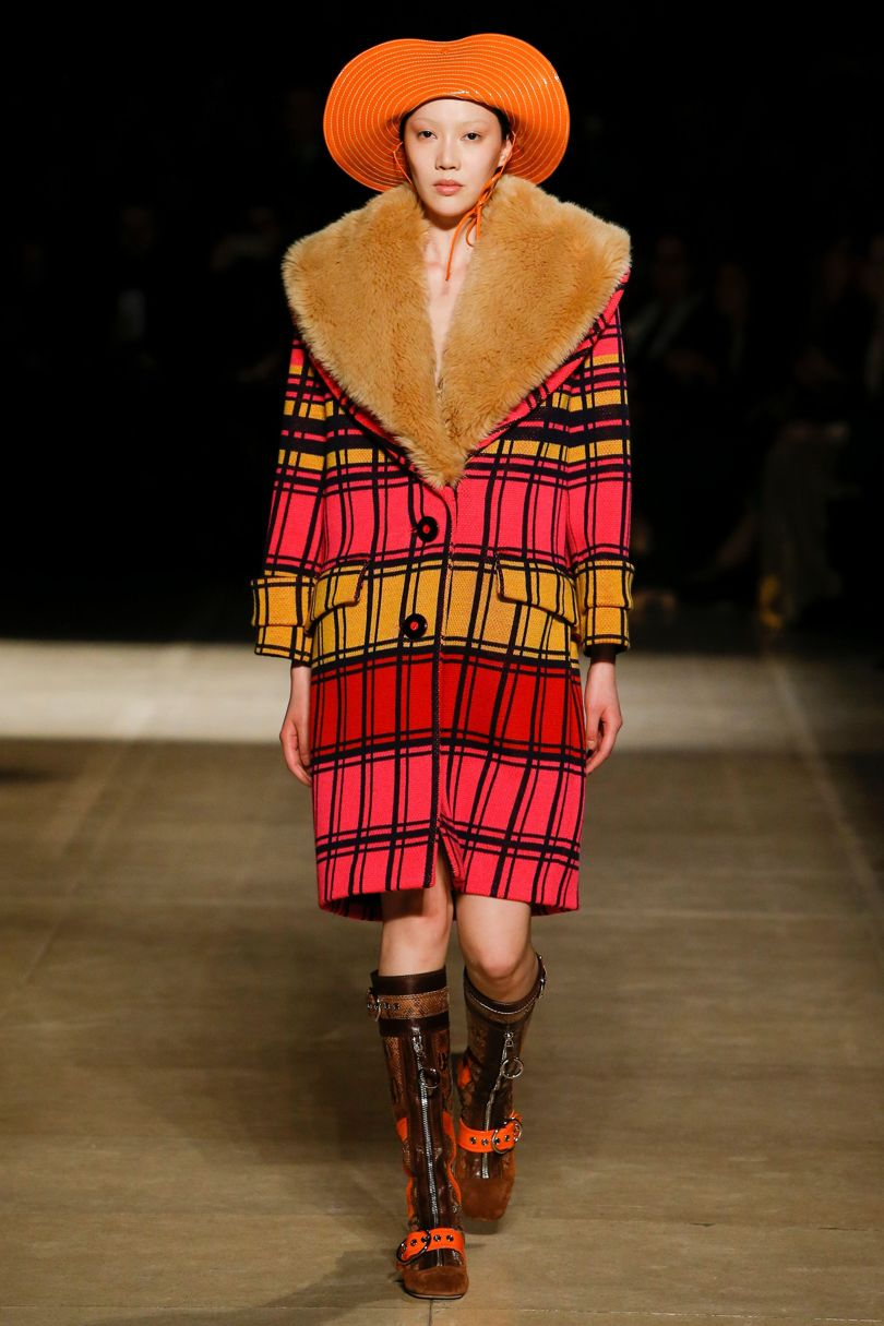 Be Inspired By The Hat Trend Guide Autumn Winter 2017 ➤ To see more news about fashion visit us at www.fashiondesignweeks.com #fashiontrends #fashiontips #celebritystyle #elisabethmoments #fashiondesigners @fashiondesignweeks @elisabethmoments  fall winter 2017 Be Inspired By The Hat Trend Guide Fall Winter 2017 Be Inspired By The Hat Trend Guide Fall Winter 2017 24