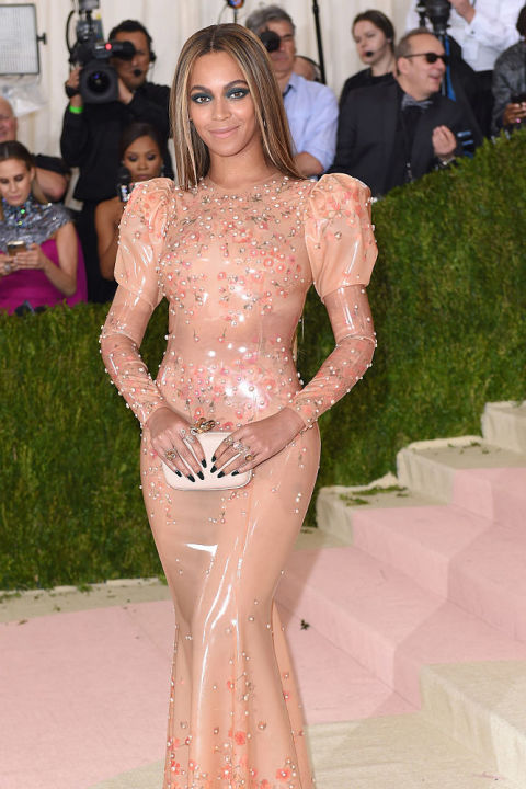 Meet The 15 Most Expensive Celebrity Dresses Of All time ➤ To see more news about fashion visit us at www.fashiondesignweeks.com #fashiontrends #fashiontips #celebritystyle #elisabethmoments #fashiondesigners @fashiondesignweeks @elisabethmoments Most Expensive Celebrity Dresses Of All time Meet The 15 Most Expensive Celebrity Dresses Of All time Meet The 15 Most Expensive Celebrity Dresses Of All time 7