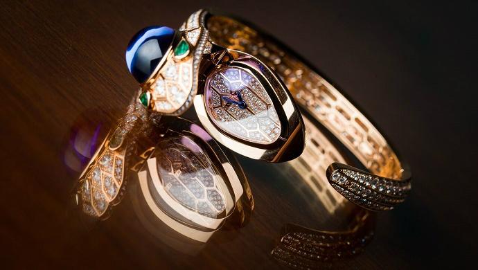 Be Amazed By The new Bulgari Serpenti Secret ➤ To see more news about fashion visit us at www.fashiondesignweeks.com #fashiontrends #fashiontips #celebritystyle #elisabethmoments #fashiondesigners @fashiondesignweeks @elisabethmoments