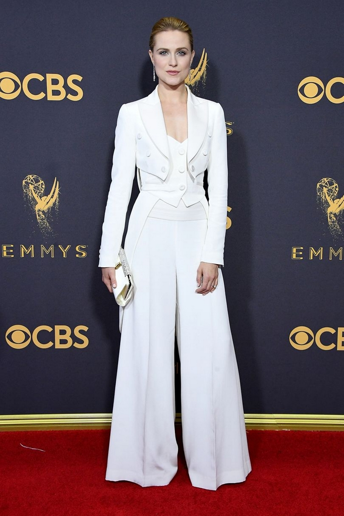 Be Inspired By The Best Looks From The Emmy Awards 2017 ➤ To see more news about fashion visit us at www.fashiondesignweeks.com #fashiontrends #fashiontips #celebritystyle #elisabethmoments #fashiondesigners @fashiondesignweeks @elisabethmoments primetime emmy awards 2017 Be Inspired By The Best Looks From The Primetime Emmy Awards 2017 Be Inspired By The Best Looks From The Emmy Awards 2017 30