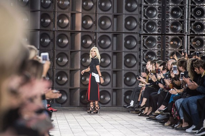 First Highlights From London Fashion Week 2017 ➤ To see more news about fashion visit us at www.fashiondesignweeks.com #fashiontrends #fashiontips #celebritystyle #elisabethmoments #fashiondesigners @fashiondesignweeks @elisabethmoments  london fashion week 2017 First Highlights From London Fashion Week 2017 First Highlights From London Fashion Week 2017 2