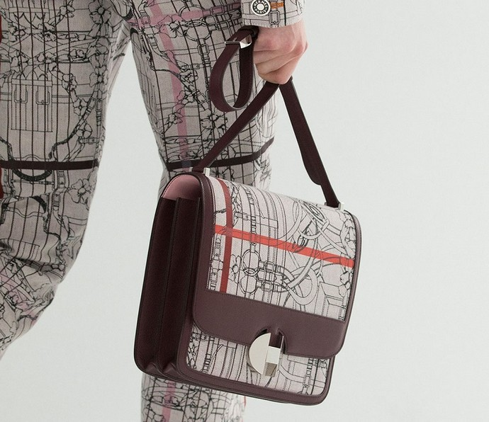 The Hermès 2002 Bag Makes its Glorious Return