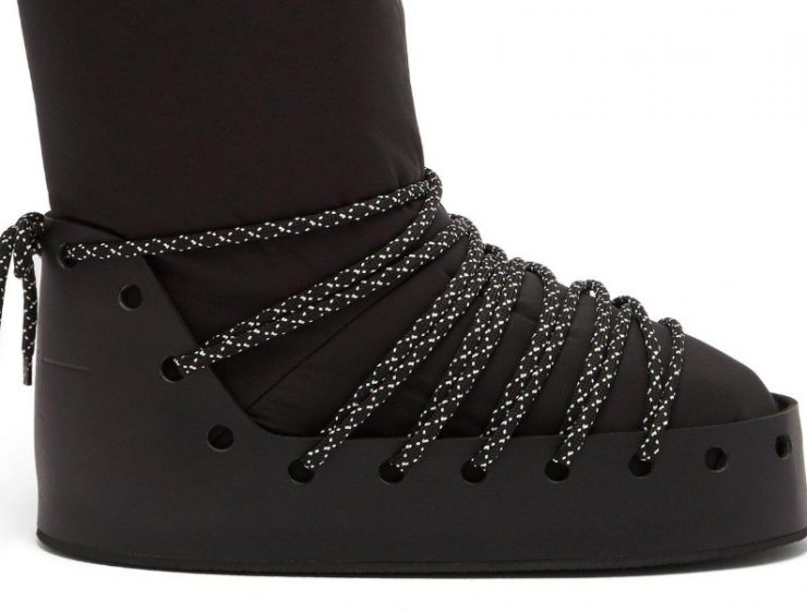 Snow Boots 10 Snow Boots that Will Bring You the Cosy-Chic Look fendi black Velvet Logo Snow Boots 740x560