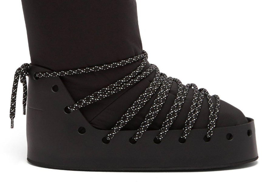 Snow Boots 10 Snow Boots that Will Bring You the Cosy-Chic Look fendi black Velvet Logo Snow Boots